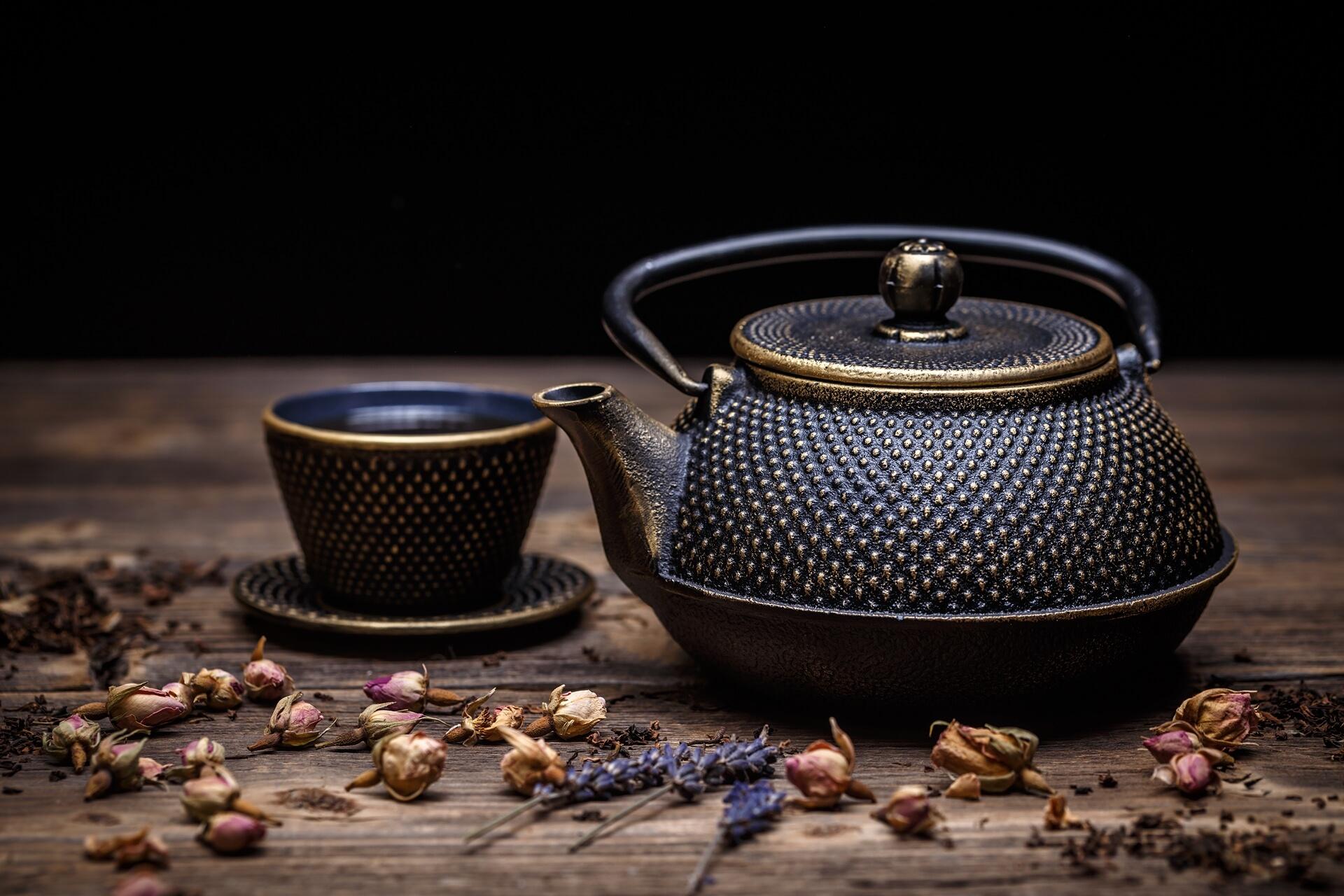 _closeup-of-tea-set-PRGBV4P